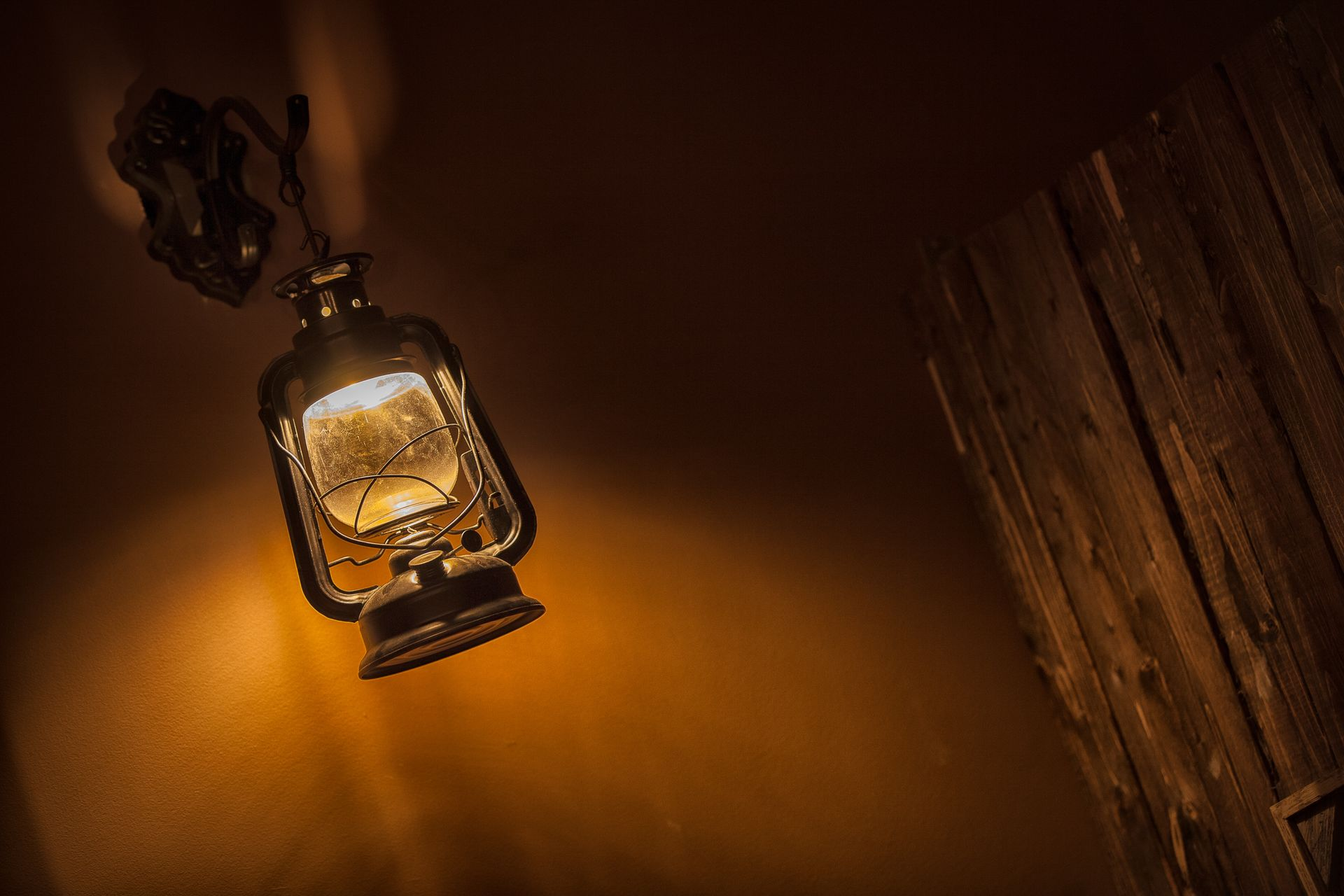 Western Escape Room  - Lamp